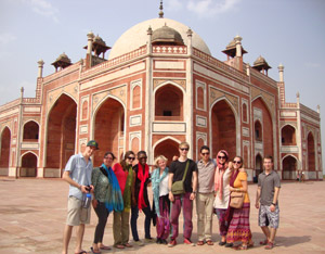 volunteers in agra
