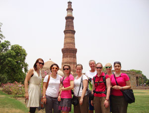 volunteers at qutab minar