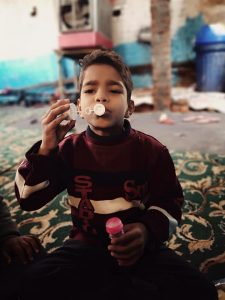 A playful boy at the heart of Delhi